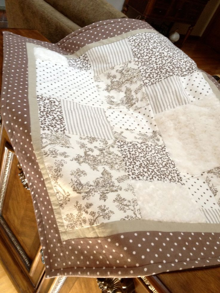 BABY QUILT - Brown TOILE.