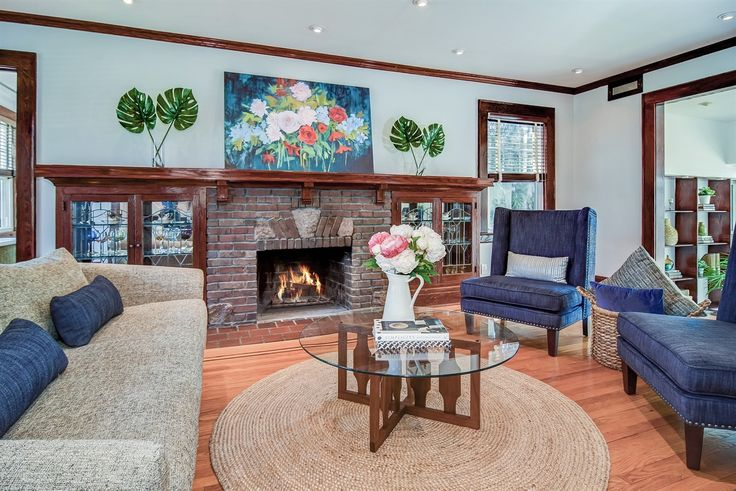 Best 25 center hall colonial ideas on pinterest master for Center hall colonial living room ideas
