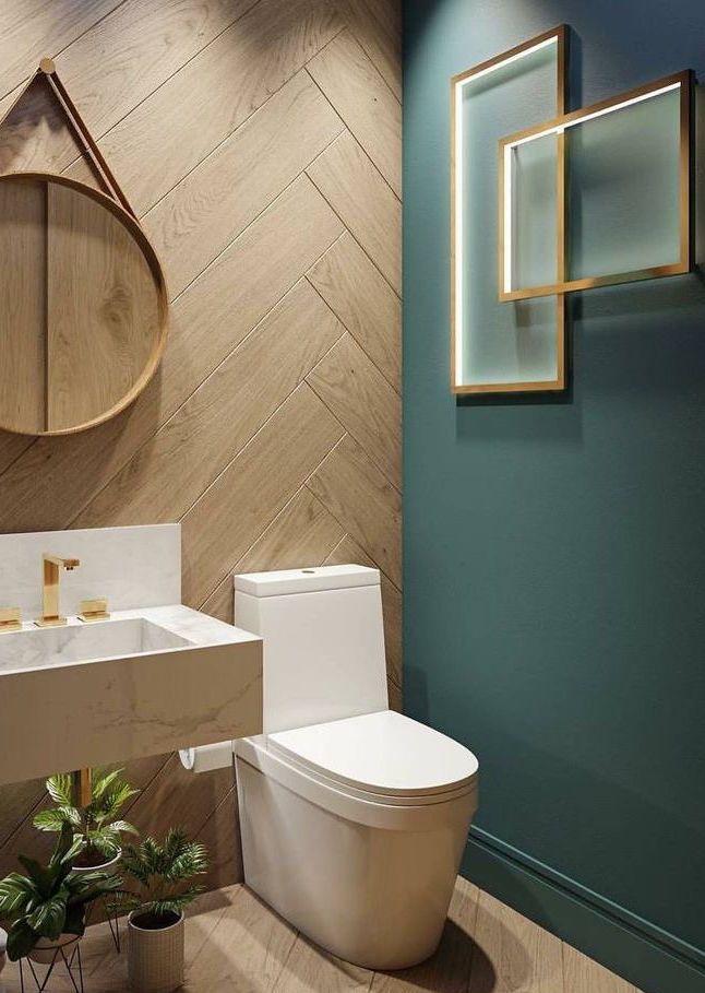 Banheiro verde oliva + amadeirado, espelho redondo…