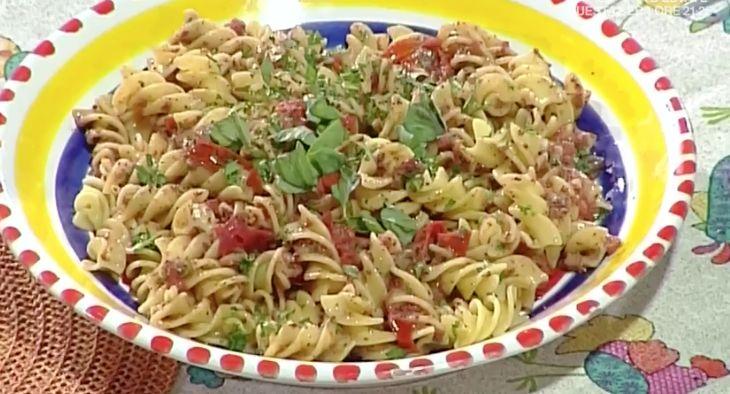 La ricetta di oggi 29 maggio 2017 di Anna Moroni a La prova del cuoco, la ricetta della pasta alla puttanesca fredda