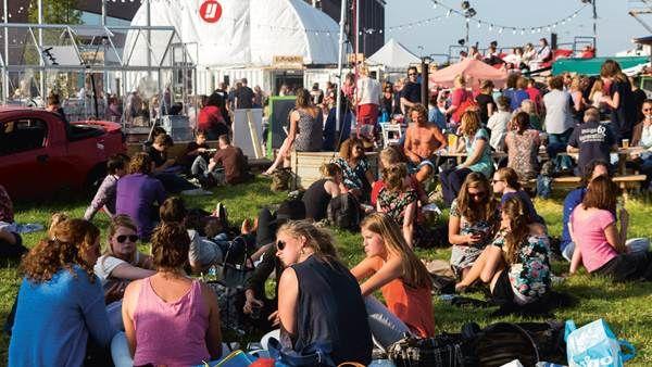 Julidans is een gerenommeerd zomerfestival voor internationale hedendaagse dans, dat plaatsvindt in Amsterdam. Zowel gerenommeerde choreografen als jonge beloftes tonen hun nieuwste creaties en er staan diverse wereldpremières op het programma.
