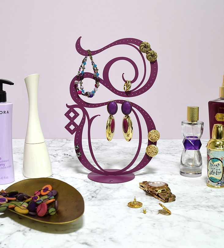 Kashida Design - 3D Arabic Calligraphy - Heya Jewelry Stand. Based on the Arabic word for 'her.