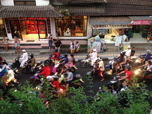 Serunya Mengeksplor Sejuta Keindahan Ubud   Meski dianggap sebagai salah satu daerah wisata yang cukup mahal, Ubud seperti memiliki daya magis yang menarik orang-orang untuk terus mengunjunginya ketika di Bali. Thanks but no thanks untuk film Eat, Pray, Love yang telah mempopulerkan daerah ini.