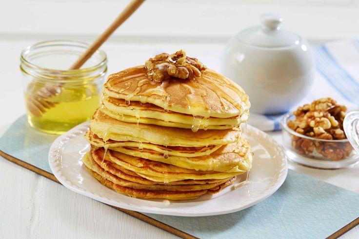 Amerikanske pannekaker | Tine.no Å starte en søndagsmorgen på kjøkkenet med denne oppskriften, er en fryd! Jeg vil anbefale å servere pannekakene sammen med sirup/honning, bacon, og noen friske bær på toppen, gjerne blåbær eller jordbær. Du får en fantastisk blanding av søtt, salt og den friske smaken av bær. En meget god start på dagen ;)