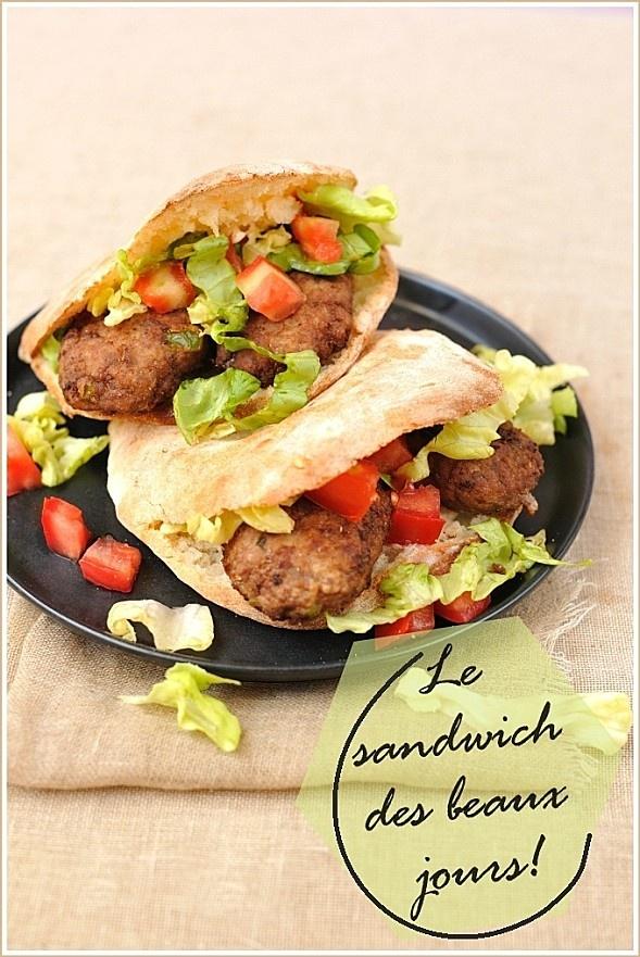 le sandwich grec maison (pain, boulette et sauce)