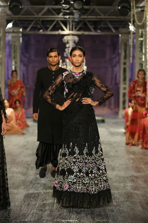 Tarun Tahiliani at India Couture Week 2016 - Look 8