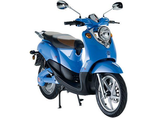 De emco Novi is elektrisch, fun & ideaal voor in de stad. Met 60 kilometer bereik en verschillende kleurtjes in deze elektrische scooter is deze topper verkrijgbaar bij al onze dealers!