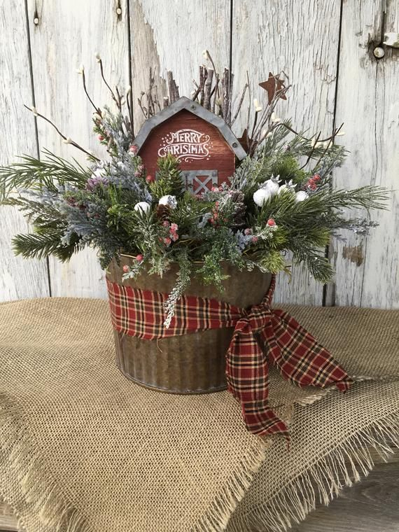Verzinkte Dose mit Merry Christmas Barn, Primitive Christmas, Country Christmas …   – bucket decor