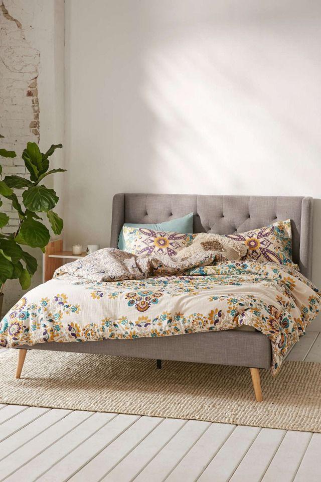 25 beste idee n over gekuifd bed op pinterest witte slaapkamer inrichting grijze slaapkamers - Bed grijze volwassen ...