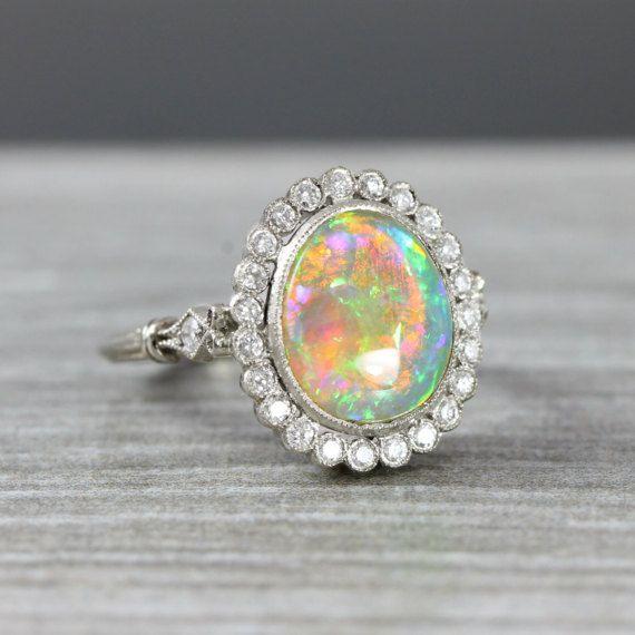 Ópalo y diamante bisel rubover halo anillo de por aardvarkjewellery