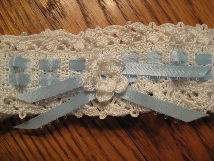 A great free vintage crocheted lace garter pattern; I'll definitely make this.