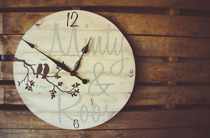 Pallet Wood Bird Clock