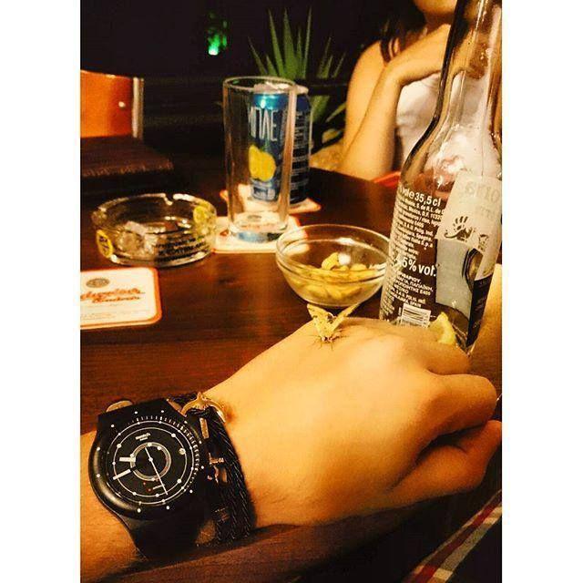 Un aperitivo in compagnia senza pensare del tempo che scorre... #swatch #sistem51 #automatico http://www.gioielleriagigante.it/categoria-prodotto/orologi/swatch-orologi/swatch-sistem-51/