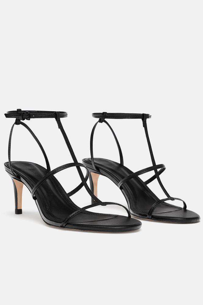 ffe0d0ba 10 (+1) sandalias de fiesta que llevarás TODO el invierno con faldas y  vaqueros | Chanclas | Sandalias, Pies de verano y Moda