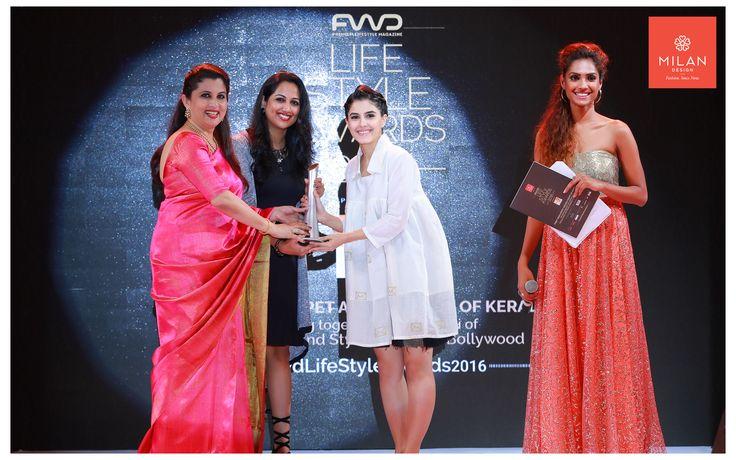 FWD #Stylishactress award received by Isha Talwar from #SherlyRegimon, Milan Design  #FWDLifeStyleAwards2016 #RedCarpetAwardNight #Milandesign