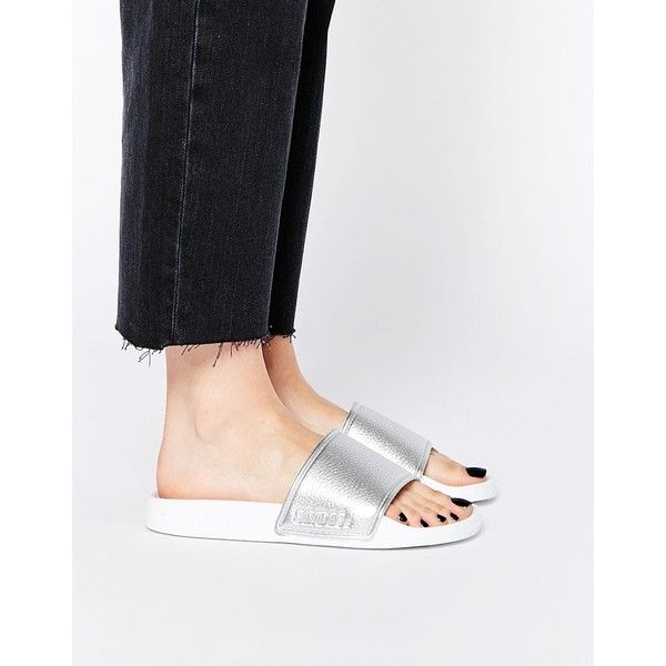 Slydes Kitsilano Silver Textured Slider Flat Sandals ($37) ❤ liked on Polyvore featuring shoes, sandals, silver, flat sandals, silver shoes, metallic shoes, silver strappy shoes e silver sandals