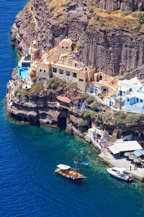 Grécia, Mykonos, Santorini, Atenas. O que não falta por lá são praias paradisíacas e vistas de tirar o fôlego. Além disso, o país é muito caloroso com os turistas e de certa forma, barato.