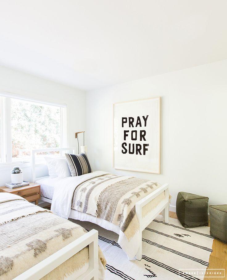 Minimalist Mid-Century bedroom pray for surf | Pinterest: nasti