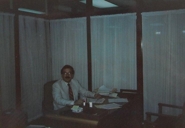 CARVAJAL S.A., OFICINA DE FRANCISCO JAVIER VELASCO VÉLEZ COMO GERENTE DE CRÉDITO DE LA REGIÓN SUR OCCIDENTAL. — con FRANCISCO JAVIER VELASCO VÉLEZ.