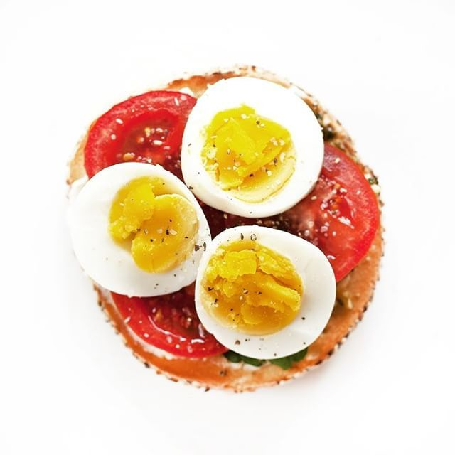 Bagel With Cream Cheese, Pesto, Watercress, Tomatoes And Hard Boiled Egg via @feedfeed on https://thefeedfeed.com/lastingredient/bagel-with-cream-cheese-pesto-watercress-tomatoes-and-hard-boiled-egg