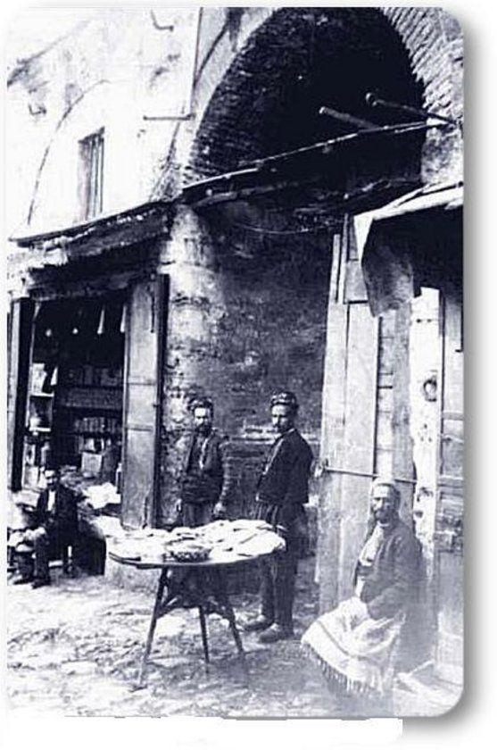 istanbul__Eminönü - 1900 Mısır Çarşısı kapısı.