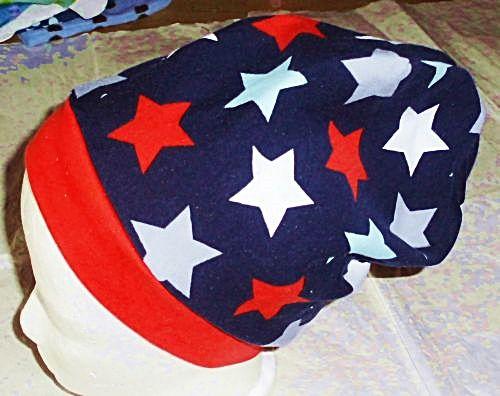 Beanie, Mütze, Sterne, Gr. 54 – 56 cm. In Handarbeit hergestellte Ware von Ra-Mi-Fashion-Dreams. Jedes Teil ein Einzelstück. Stöbern Sie gerne in meinem Online-Shop und kaufen schöne Handmade Ware. Kinderkleidung, Einzelstück, Handmade