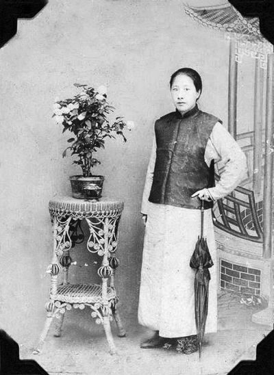 A pioneering feminist in China during the late Qing dynasty, Qiu Jin has changed the attitudes of many in China towards gender roles and the social hierarchy. Born in Xiamen in 1875 to a moderately…