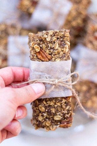Selbst gemachte Müsliriegel mit Amaranth und Pekannüssen - rein pflanzlich, ohne raffinierten Zucker, vegan, glutenfreie Option - de.heavenlynnhealthy.com