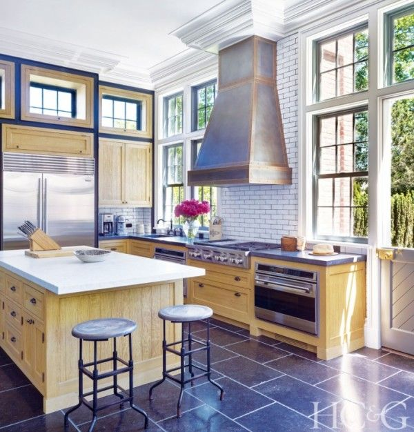 shaun woodward's sag harbor home. interior design by david kleinberg | Hamptons Cottages and Gardens.