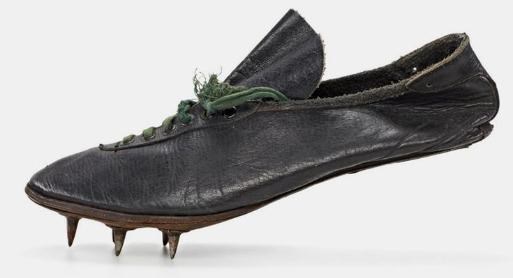 helene schmidt – modell waitzer – 1928, sprint shoe worn at the olympic games in amsterdam shoe size: 4,5 (uk), 180 g