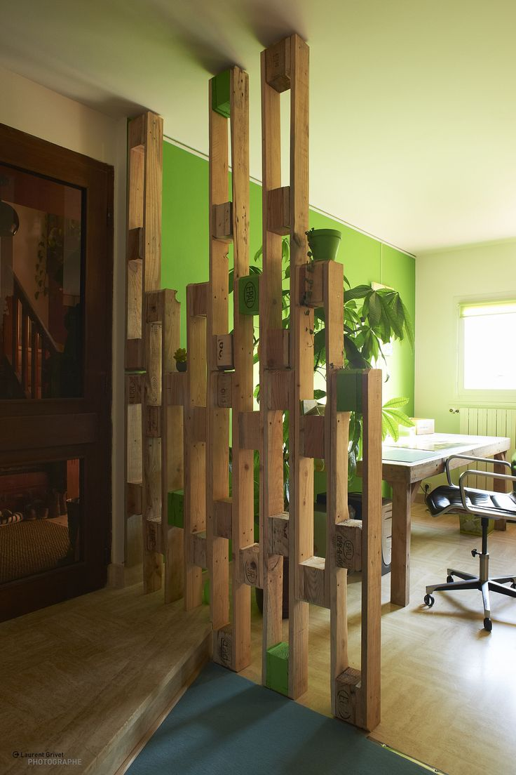 Elegant New structure with pallets designed by le genou vrill Elisabeth Bikond Nkoma and Guiavarc uh