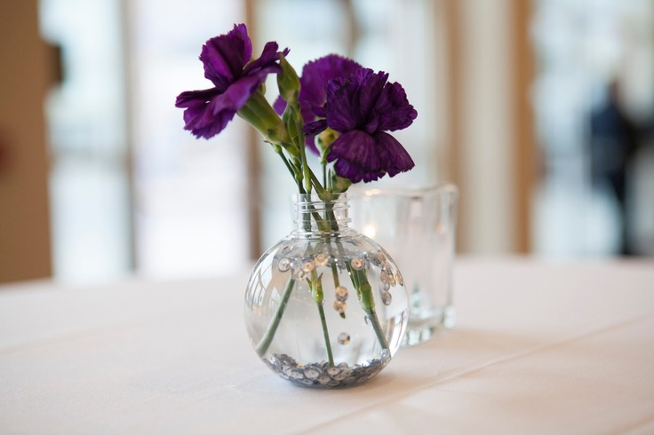 Wedding centerpiece small round vase filled with water for Small flower decorations for tables