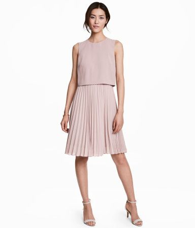 Knee-length dress in woven fabric. Crêped bodice with zip at back. Pleated skirt. Lined.
