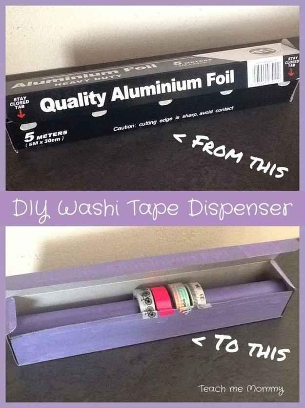Uma embalagem de papel alumínio pode se tornar um ótimo organizador de fitas adesivas.
