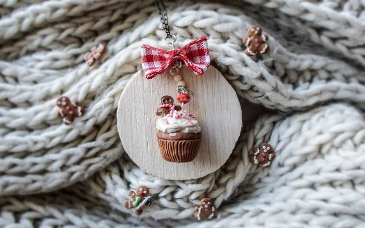 Christmas miniature gingerbread cupcake | polymer clay cute jewelry  find it here: https://www.facebook.com/AA-Handmade-Jewelry-297747360352236/?ref=ts&fref=ts