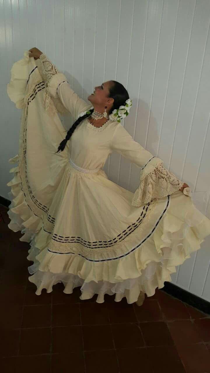 Adaptación de traje típico  paraguayo