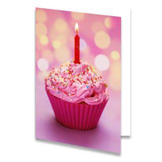 Een verjaardagskaart voor een kind met een roze cupcake. In de cupcake zit een aangestoken kaarsje. De achtergrondkleur is roze met gele wazige stippen. De binnenkant van deze verjaardagskaart is helemaal wit, daar kun je zelf nog teksten en foto's of allerlei leuke afbeeldingen aan toevoegen.