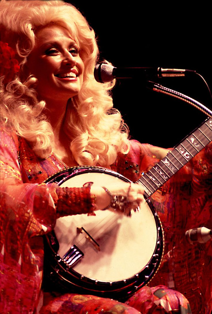 Dolly Parton Biography - Facts, Birthday, Life Story - Biography.com