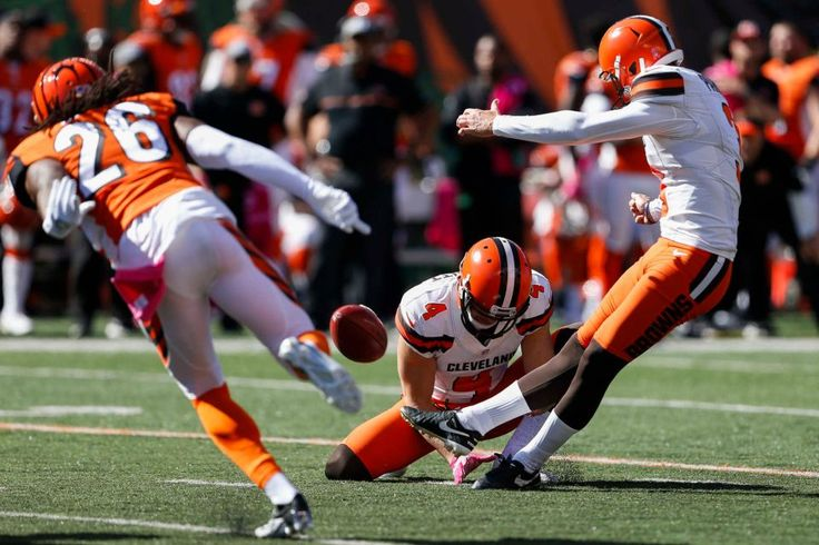 Browns vs. Bengals:     October 23, 2016  -  31-17, Bengals  -    Cleveland Browns kicker Cody Parkey (3) makes a field goal alongside punter Britton Colquitt (4) in the first half of an NFL football game against the Cincinnati Bengals, Sunday, Oct. 23, 2016, in Cincinnati.