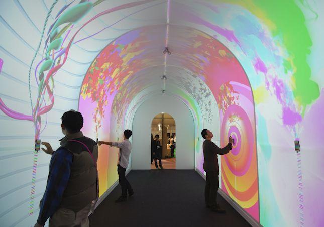 TOKYO DESIGN WEEK 2011 - Smartphone Installation - Docomo Palette UI - Core77