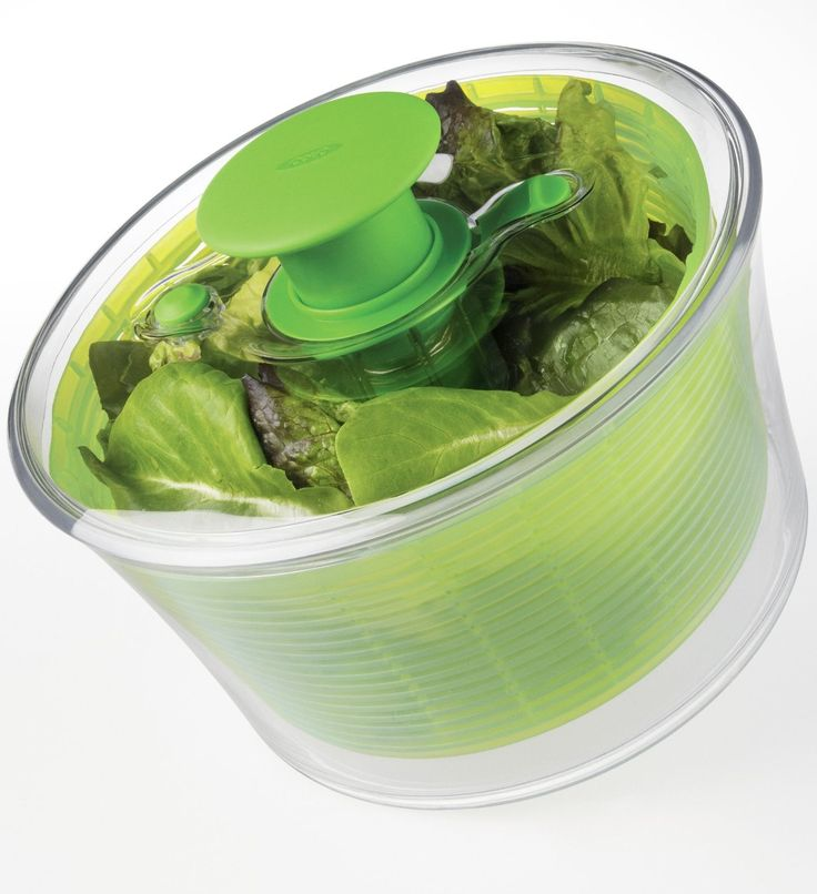 Making a salad is SOOOO much easier with a salad spinner like the Oxo Good Grips salad spinner! #salads #kitchentools