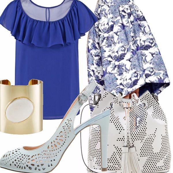 La gonna asimmetrica, ampia a fantasia floreale bianca e blu è davvero molto elegante. La abbiniamo alla t-shirt con balza e velo color blu elettrico, indossata all'interno della gonna. La borsa e la scarpa bianche sono traforate e lasciano trasparire il motivo floreale. Il bracciale in oro con pietra bianca è molto particolare e basta come unico accessorio.