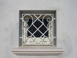 Oltre 25 fantastiche idee su finestre con inferriate su - Finestra a bovindo ...