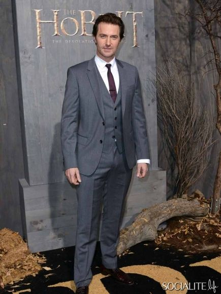 """Is it just my vivid imagination or is Richard looking  especially """"bulgy""""..if ya know what I mean;) Richard Armitage - Celebrities Attend The Los Angeles Premiere Of 'The Hobbit'"""