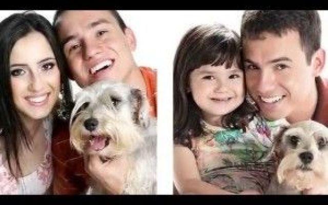 ...Papà e figlia ricreano vecchie foto per ricordare la mamma della piccola.. ...Papà e figlia ricreano vecchie foto per ricordare la mamma della piccola.  Rafael de Col e Tatiana sposati dal 2009 avevano avuto una bella storia d'amore, sin quando un giorno del 2013, Tatiana #famiglia