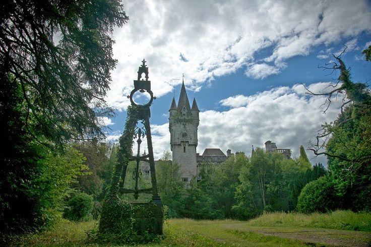 Olá, gente!   Faz tempo que estou pra escrever sobre esse tema. Castelos e palácios são prédios com programas de necessidades geralment...