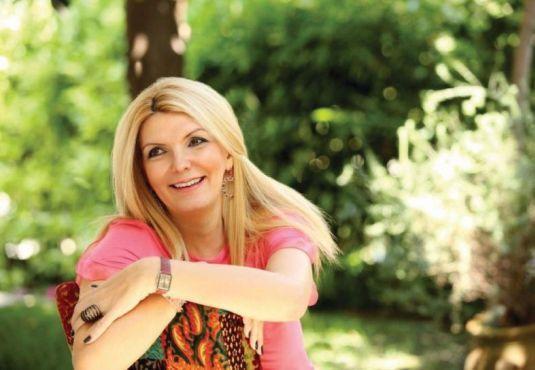 Λίζα Βάρβογλη: «Αγάπη άνευ όρων αλλά με όρια!» Συνέντευξη στην Ελένη Γκίκα  #book #child #love #mother #vivlio  http://fractalart.gr/varvogli-lisa/