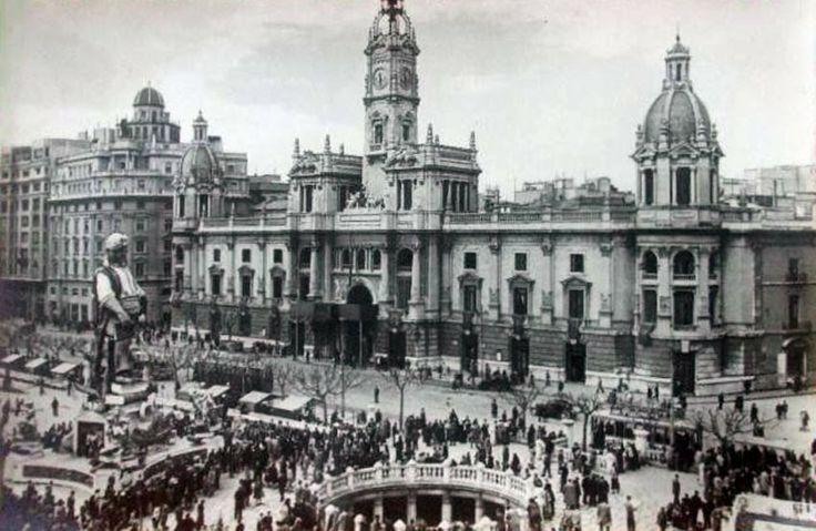 POSTALES DE VALENCIA: PLAZA DEL CAUDILLO EN DÍA DE FALLAS