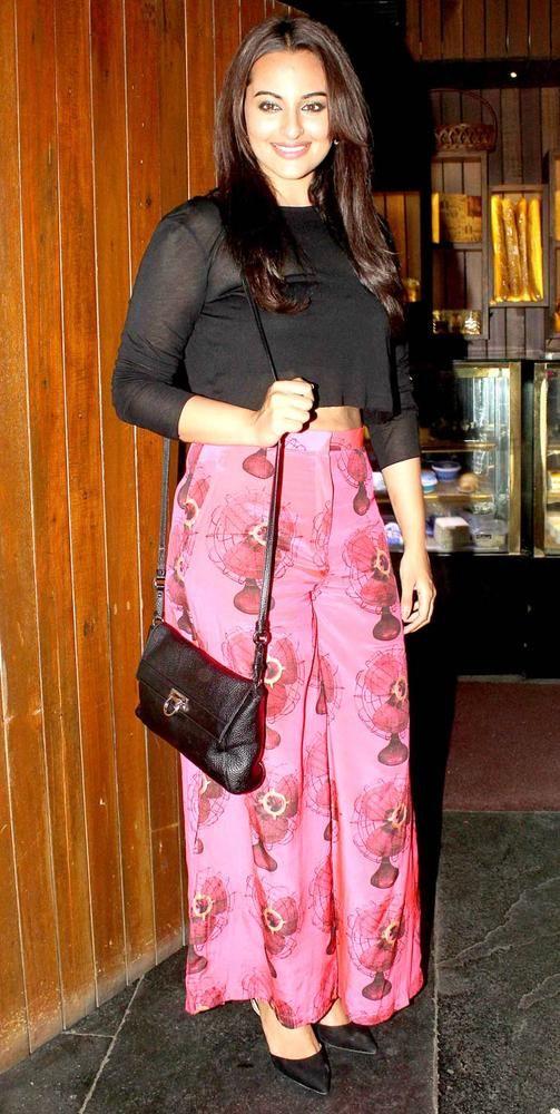 Sonakshi Sinha at the 'R... Rajkumar' completion bash. #Bollywood #Fashion #Style #Beauty