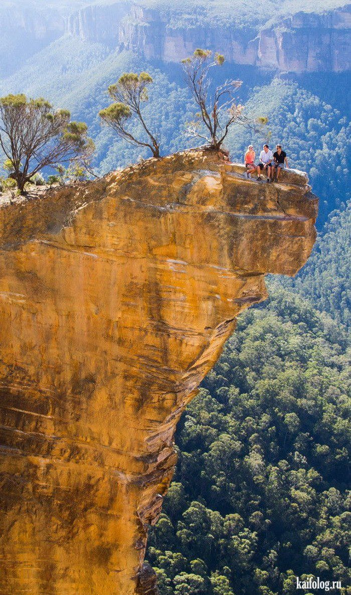 Australia's Hanging Rock in the Grose Valley, Blue Mountains, Victoria, Australia